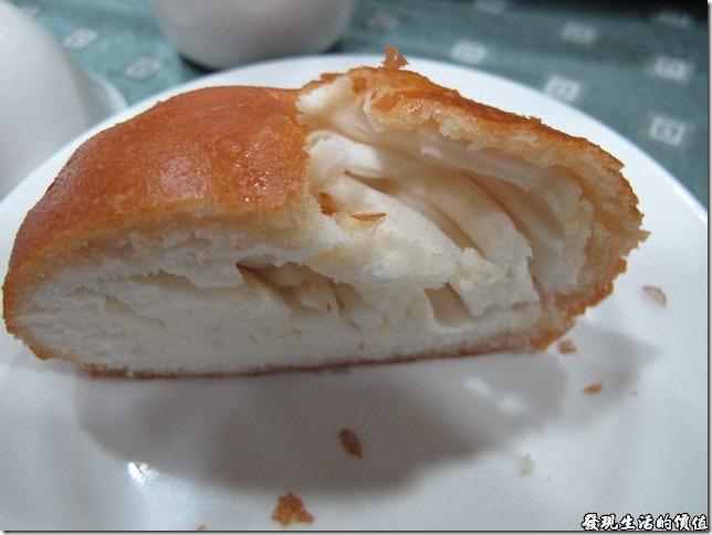 台南-四季小館。只能說這是不平凡的簡單,因為銀絲卷其實只是一道非常簡單又平常的料理,其中的饅頭及油炸的火侯掌握應該很重要。