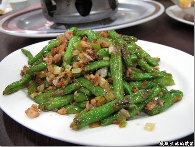 台南-四季小館。《乾扁四季豆》,中NTD183。既然店命叫做《四季小館》,當然得來點一道四季豆的菜色,而這四季豆炒得稍微脆脆的很好吃,可惜絞肉似乎少了點。
