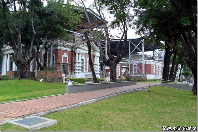 遇見巴洛克式建築的舊台南地方法院