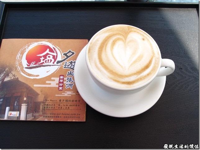台南夕遊出張所-點一杯咖啡坐在露天咖啡座休息片刻,或與好友聊聊天,人生一大享受,下次可以考慮在傍晚十分前來,搞不好還可以坐看夕陽呢。