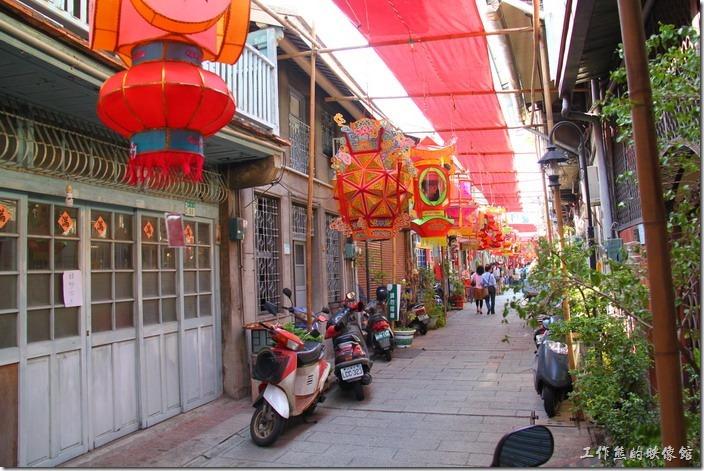 台南-神農街老街。今次再來「神農街」剛好在元宵節的前夕,所以整條路都是燈籠 ,可說是燈籠一條街了。