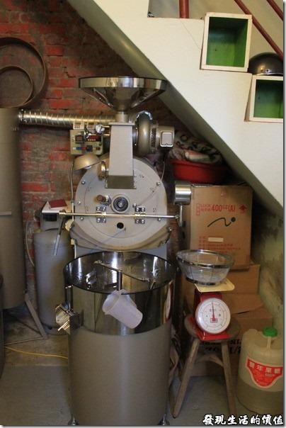 台南-甘單咖啡(老房子)。烘豆機,上洗手間之前可看得到了