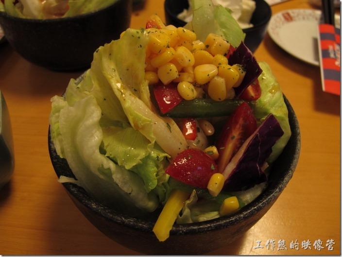 上海-大吉日本燒烤。沙拉。我就是喜歡這個,裡頭的每樣蔬菜都很新鮮,脆度也夠,這是我吃過好吃的生菜沙拉之一,食材應該有特別調選過吧!