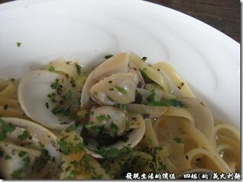 四姐的義大利麵,「白酒蛤蜊麵」的蛤蜊也都個個飽滿,吃起來很有滿足感。