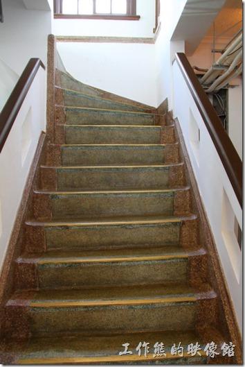 除了電梯之外,林百貨還設有兩座磨石子的樓梯,建築設計上已經具備現在百貨工撕得雛型了。