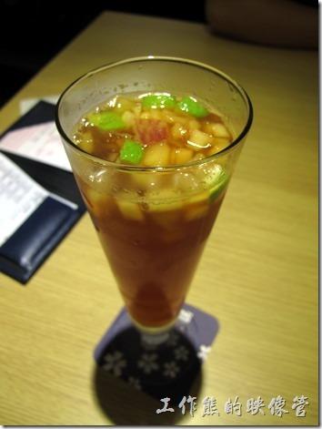 台北凱薩店-大戶屋。冰水果茶,NT$70。