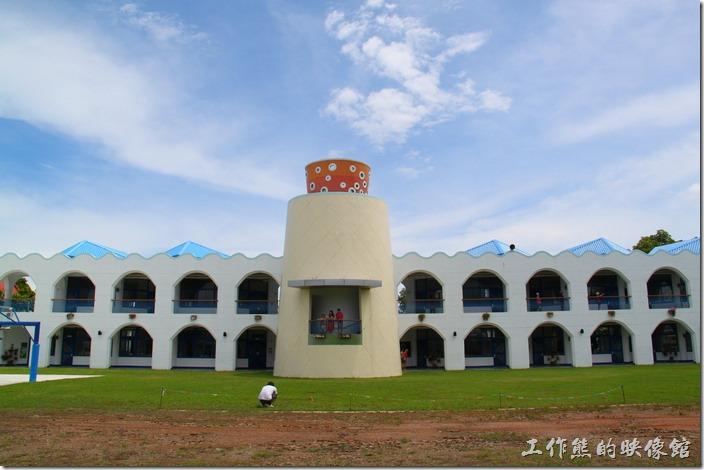 台東豐源國小。これは小學校背中のしゃしんです