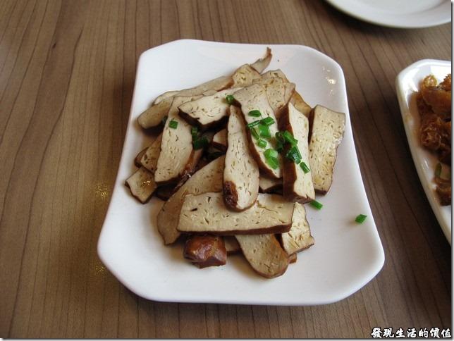 上海-吉亨麵館御橋店。豆干RMB8。我個人很喜歡滷豆干,但不喜歡那種滷得太乾的豆干,他們家的豆干就是我喜歡的那種,味道夠,又有點嚼勁,更重要的試吃起來有香味。