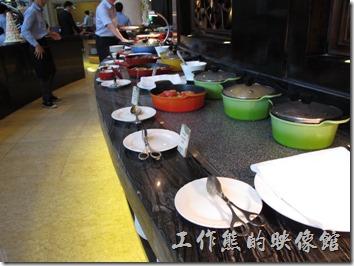 上海-齊魯萬怡大酒店。飯店早餐的菜色。