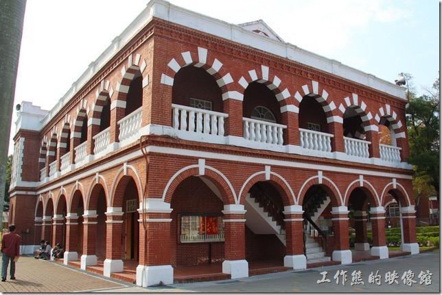 これは100年の歴史がある音楽館です