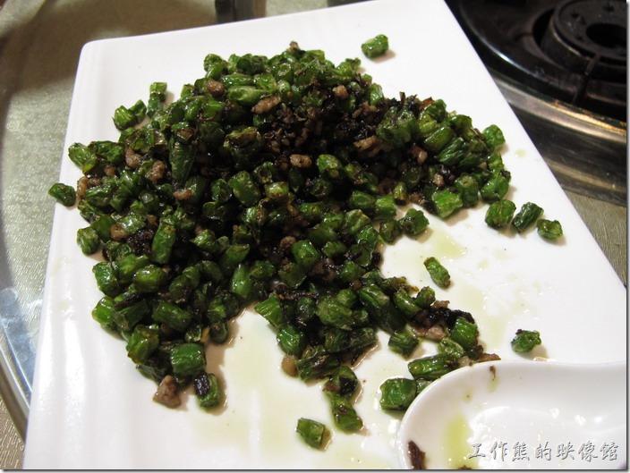 上海-干鍋居(貴州黔菜)。橄欖菜刀豆,RMB$29。個人感覺口感很像我們一般吃到的「乾扁四季豆」,只是肉沫稍微有點給它鹹,拿來配白飯應該剛剛好。