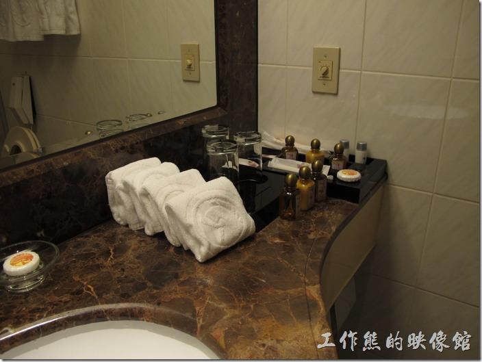 台北凱薩大飯店。浴室內的設施,該提供洗髮精、沐浴乳、潤膚乳、香皂、毛巾…等一樣不缺。
