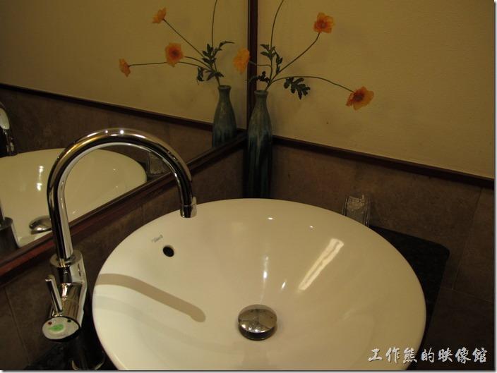 惠州-康帝國際酒店。浴室內的洗臉盆。