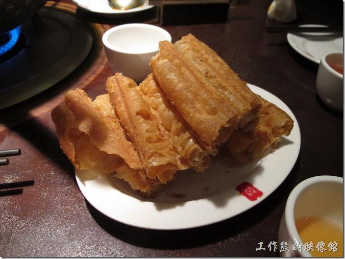 台北-鼎王長安東店,老油條,NT$60。油條建議下水小煮一下就好,要吃它的外軟內脆的感覺。