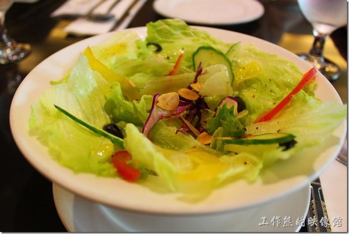 台東-愛上台東義大利餐廳。單人套餐的沙拉,我們選擇了柳橙油醋醬。