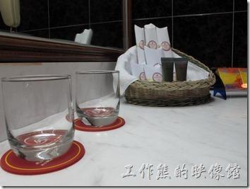 惠州天悅(嘉柏)大酒店。中國廣東附近的飯店好像都會放「保險套」,第一次看到的時侯還大驚小怪的,見多了也就習慣了。