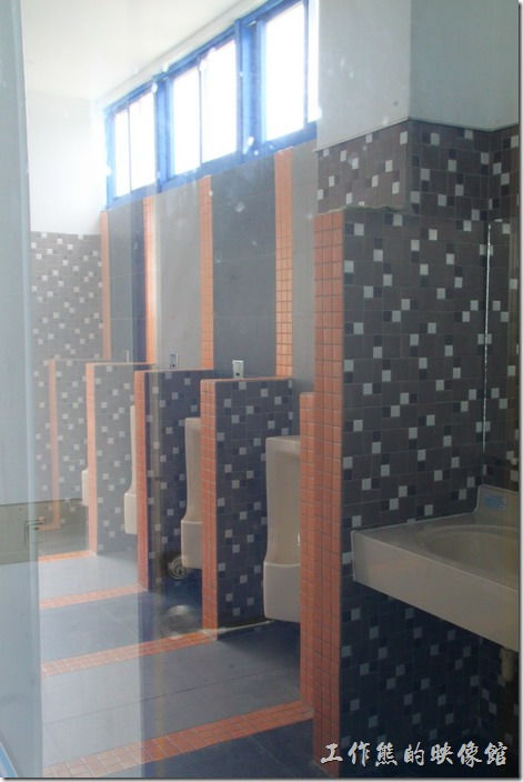 台東豐源國小-地中海造型學校。就連廁所也都是美輪美奐,但現在不開放民眾使用。