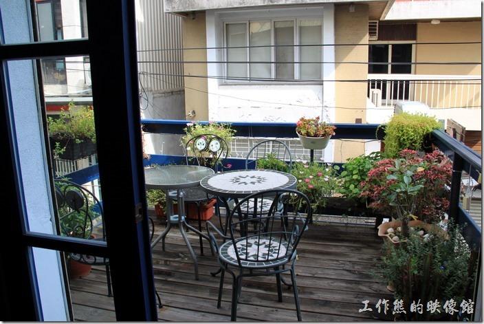 台南-帕里諾咖啡。二樓的小花園陽台。