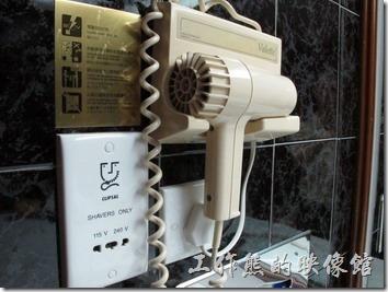 惠州天悅(嘉柏)大酒店。這吹風機也太老舊了,捲線都已經垮掉了。