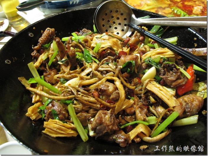 上海-干鍋居(貴州黔菜)。茶樹菇干鍋雞,RMB$69。老實說雞肉沒幾塊,茶樹菇應該是主角。