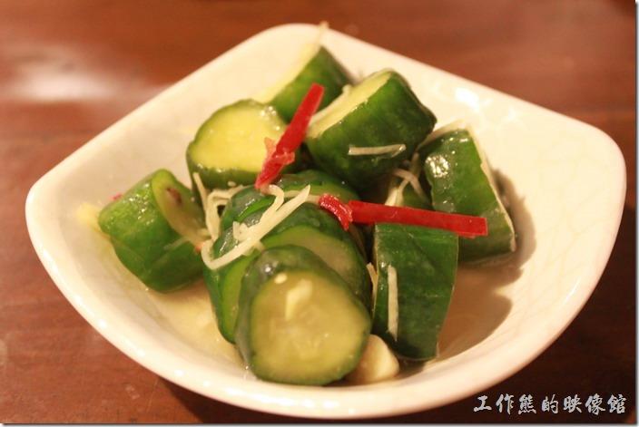 台東-甘盛堂。小菜「翡翠」小黃瓜,NT$30。我覺得這小黃瓜還好而已,老實說泡得有點久,已經不脆了。我還是比較喜歡老婆自己做的小黃瓜。