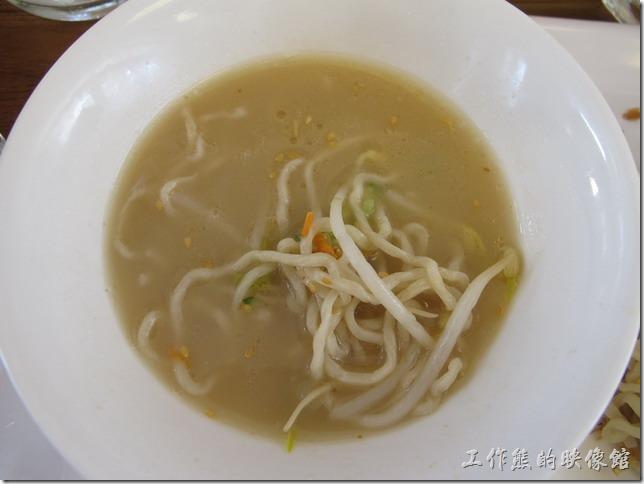 台南-京正拉麵。也可以把和風芝麻冷麵放到高湯裡當湯麵吃。這是我自己想的啦,這樣吃起來味道不怎麼樣。