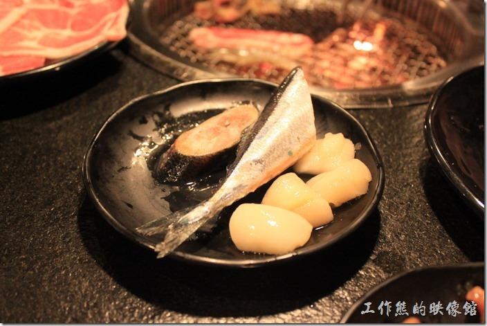 台南-逐鹿焊火燒肉。秋刀魚與干貝