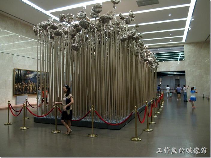 上海-中華藝術宮。看不懂,對我來說就是高高地向日葵。
