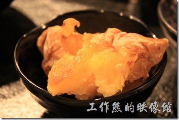 台南-逐鹿焊火燒肉。吃完後烤肉喝寶火鍋,就可以開始吃甜點了,這裡有冰心地瓜。