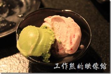 台南-逐鹿焊火燒肉。吃完後烤肉喝寶火鍋,就可以開始吃甜點了,這裡有明治冰淇淋。