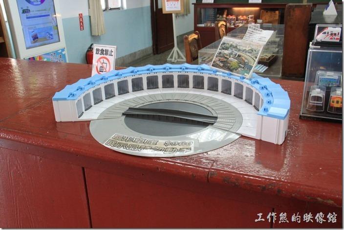 高雄-鐵道故事館。傘形車庫,以前在高雄港也有一座,台灣原本共有六座火車的傘形車庫,分別在台北、新竹、彰化、嘉義、高雄以及高雄港,因時代的推演,至目前僅存彰化一處。