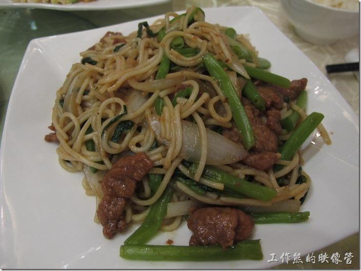 上海-寶島曼波。沙茶牛肉炒麵,這道菜不錯,比炒飯好吃,但似乎吃不太到沙茶的味道。