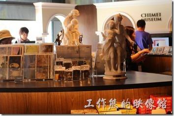 台北-誠品生活松菸店。二樓還有奇美博物館的藝術品。