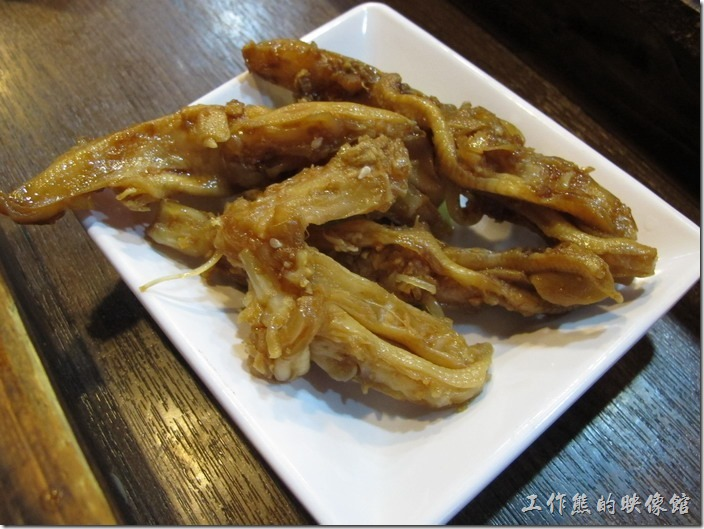 上海-老北橋的過橋米線。小菜-香鹵無骨鴨掌,RMB11。應該就是鴨賞 ,個人覺得還不錯吃,但味道沒有台灣吃的口味重。