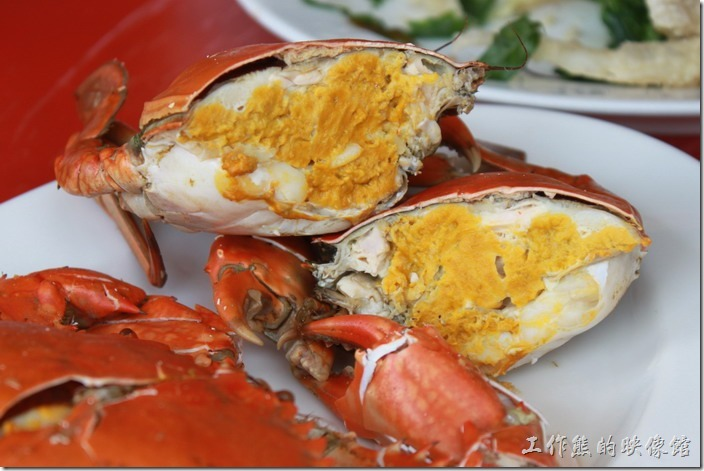 台南土城海產。滿滿的處女蟳膏狀蟹黃,令人垂涎三尺。