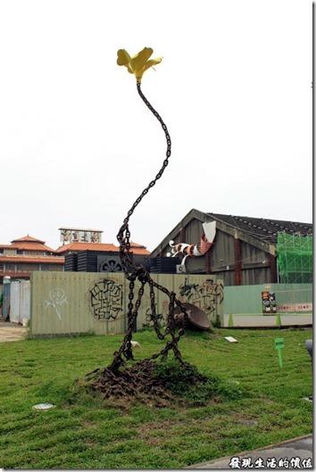 高雄-駁二。鋼筋鏽鐵所呈現的「出污泥而不染」(我自己取的啦!)