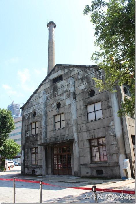 台北-誠品生活松菸店。這是松山菸廠特異保留下來的老煙囪。