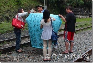 平溪線上的祈福「天燈」也是近來台灣對外宣傳的重點之一