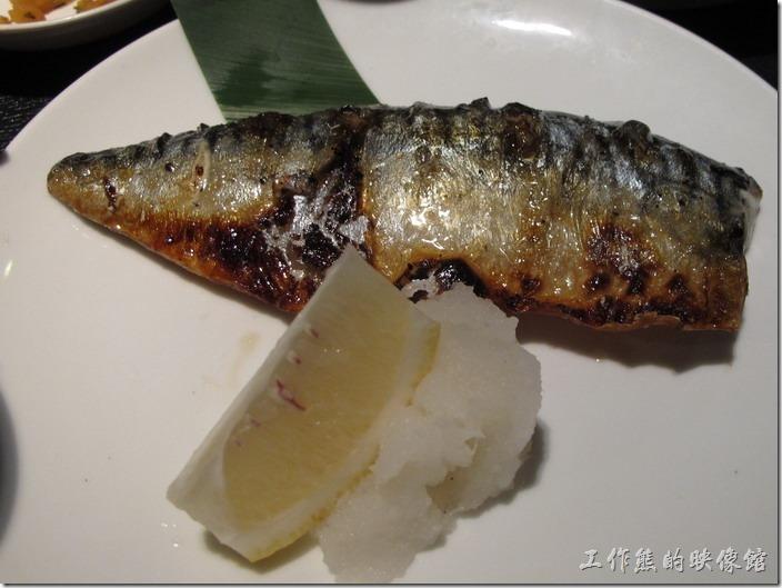 上海-百蝶居酒屋 HYAKUCHO。感覺上鯖魚烤得還可以,吃起來也中規中矩,不過好像少了一味-胡椒鹽。