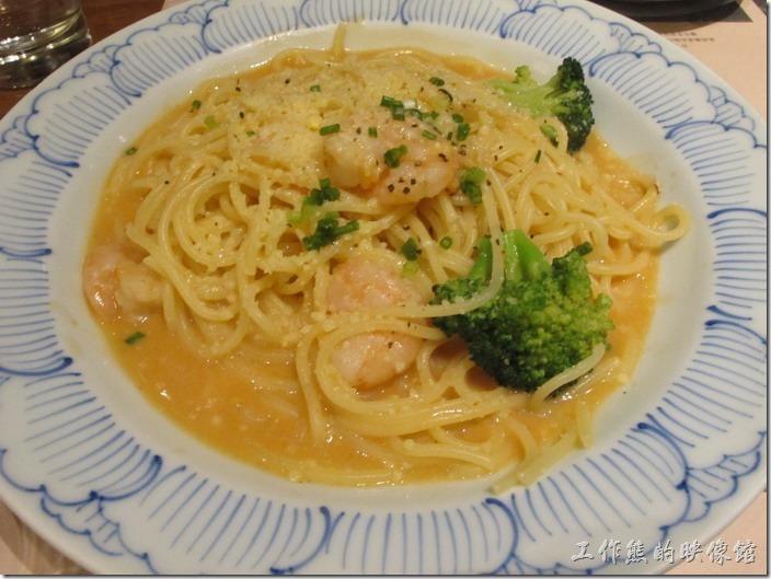 上海-鐮倉Pasta義大利麵。脆蝦伊勢龍蝦醬義大利麵,RMB58。除了龍蝦醬之外,上面還好有蝦仁,否則同事還真不知道如何吃完它。