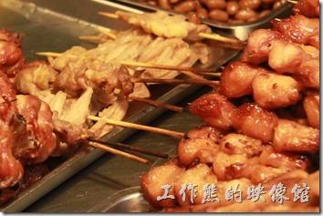台南-上好烤魯味。等待顧客選購的滷味。