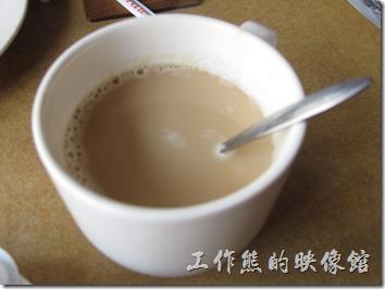 台南-伊莉的店。這裡的咖啡只有美式咖啡,可以要求加牛奶,喝起來還算順口,但咖啡應該不是這裡的強項。