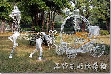 今年2014台南公園百花祭的主角白色的「幽靈馬車」。