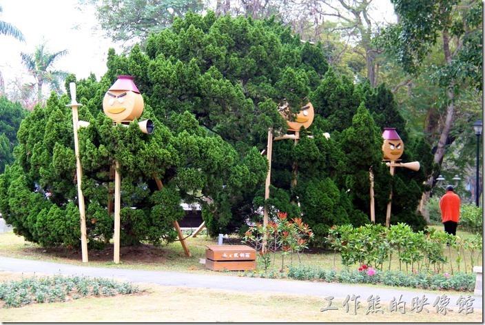 台南-2014中山公園百花祭。這個像是在「躲貓貓」,應該也還沒完成。