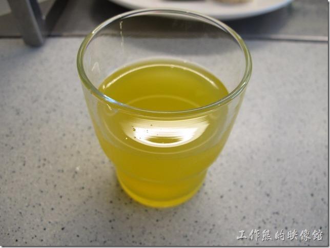 餐前飲料-果汁。好淡的柳橙汁,還好只是餐前的飲料。