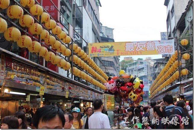 基隆廟口在2010年全台灣十大夜市票選中奪得【最友善夜市】之稱。