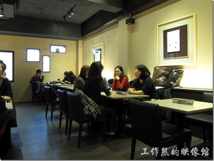 台南橋北屋二樓餐廳的景象。
