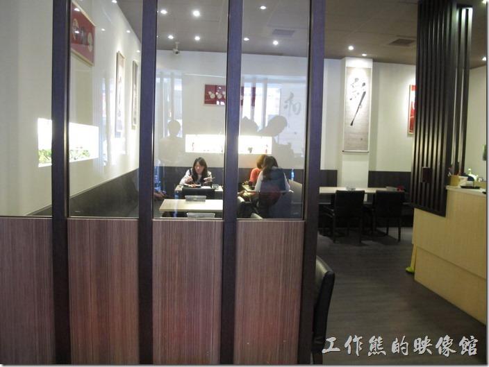 台南橋北屋一樓餐廳的景象。