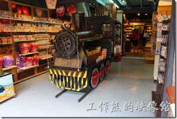 菁桐鐵道文物館裡頭販賣著各式各樣與鐵道有關的商品。