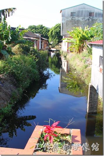 台南-土溝村。這裏居然有條小溪耶!